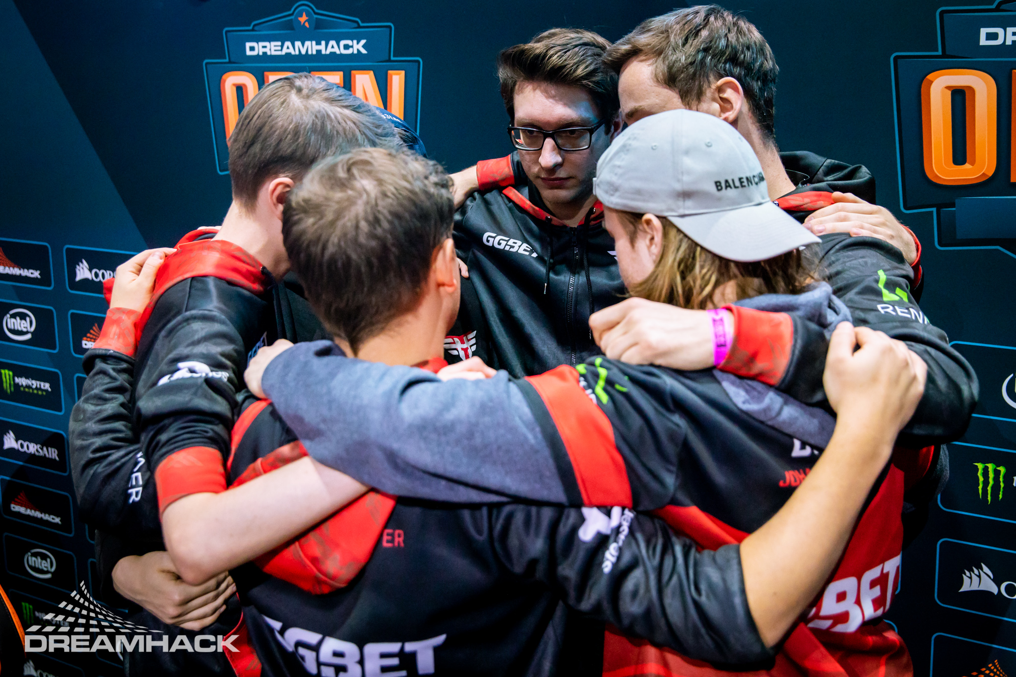 Heroic in a huddle at DreamHack Leipzig 2020
