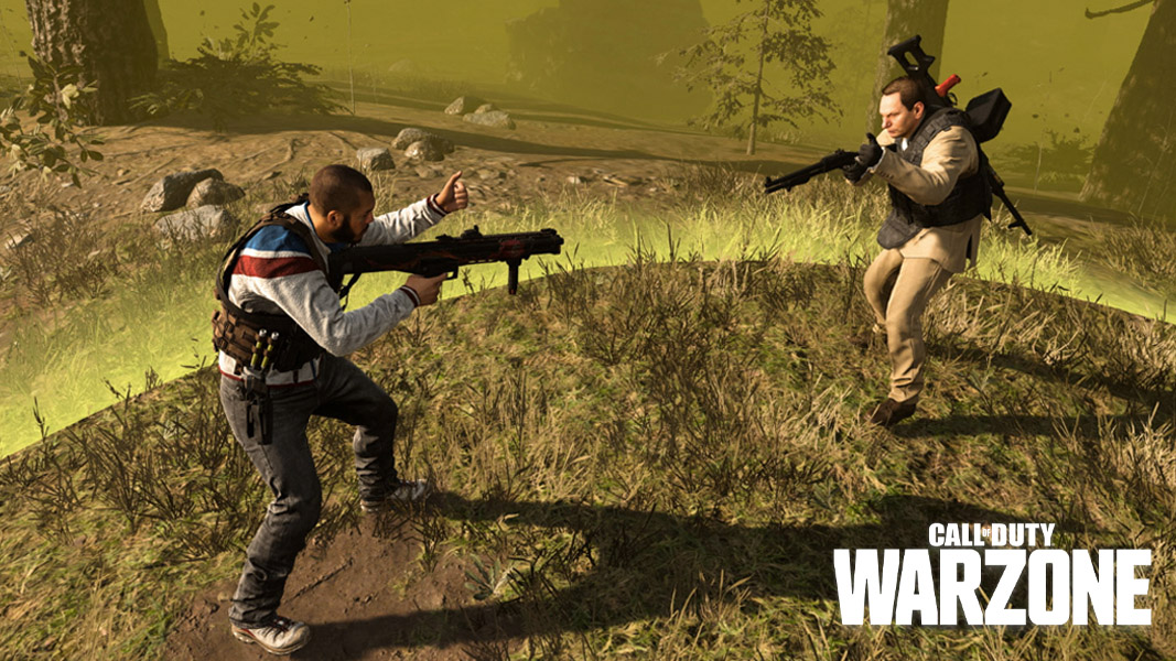 Players fighting in the final circle in Warzone.