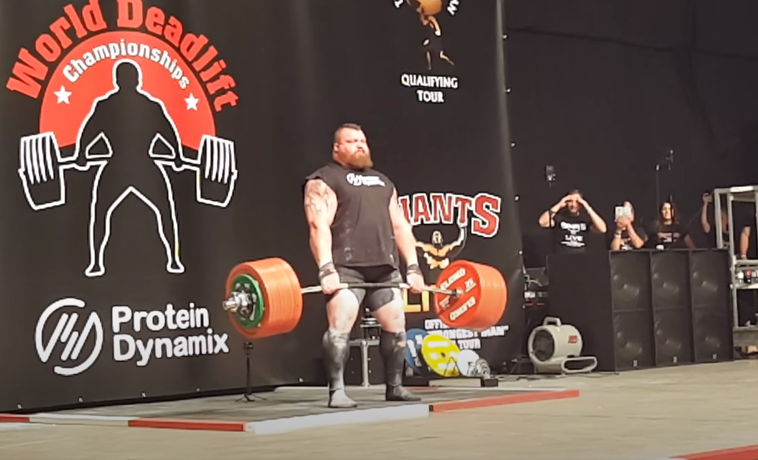 Eddie Hall deadlifting 500 kg during Europe's Strongest Man in 2016.