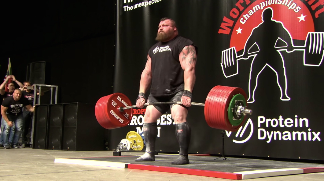 Eddie Hall deadlifting 500 kg for his world record in 2016.