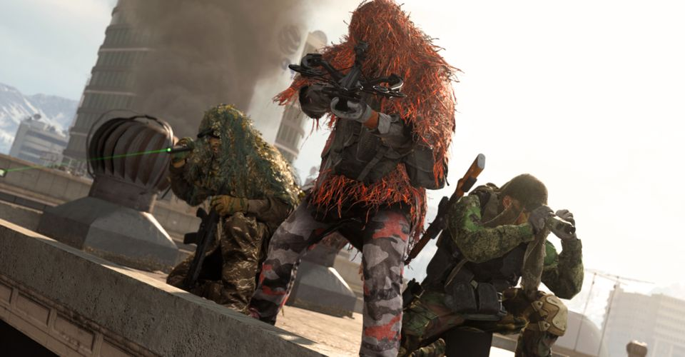 Players standing on a building in Warzone.