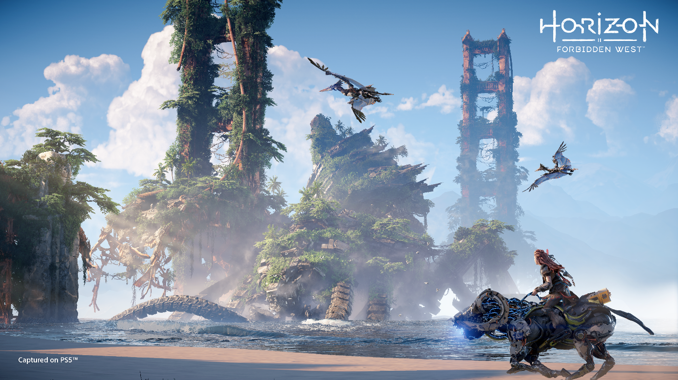Aloy riding on a mechanical creature along a beach with the Golden Gate Bridge