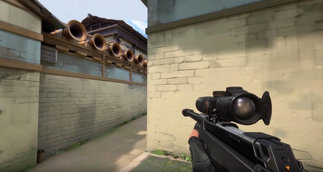 Valorant player uses sniper rifle