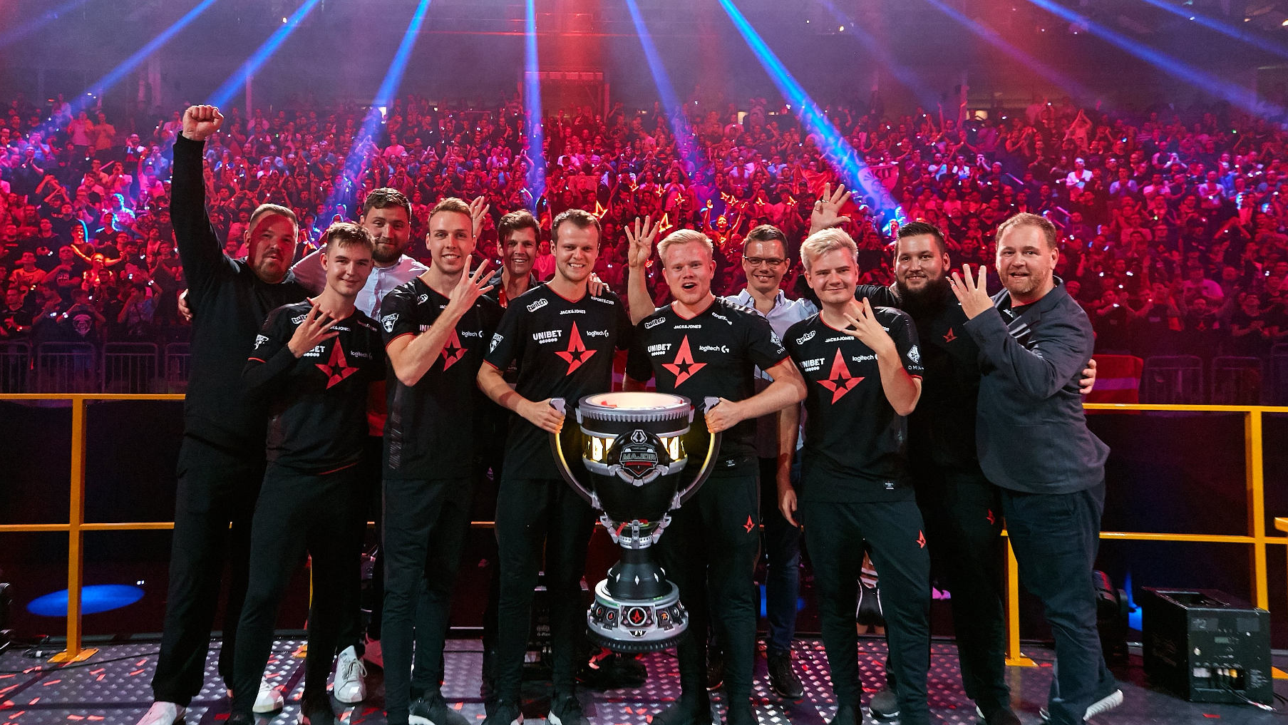Astralis lifting trophy at Berlin 2019 Major