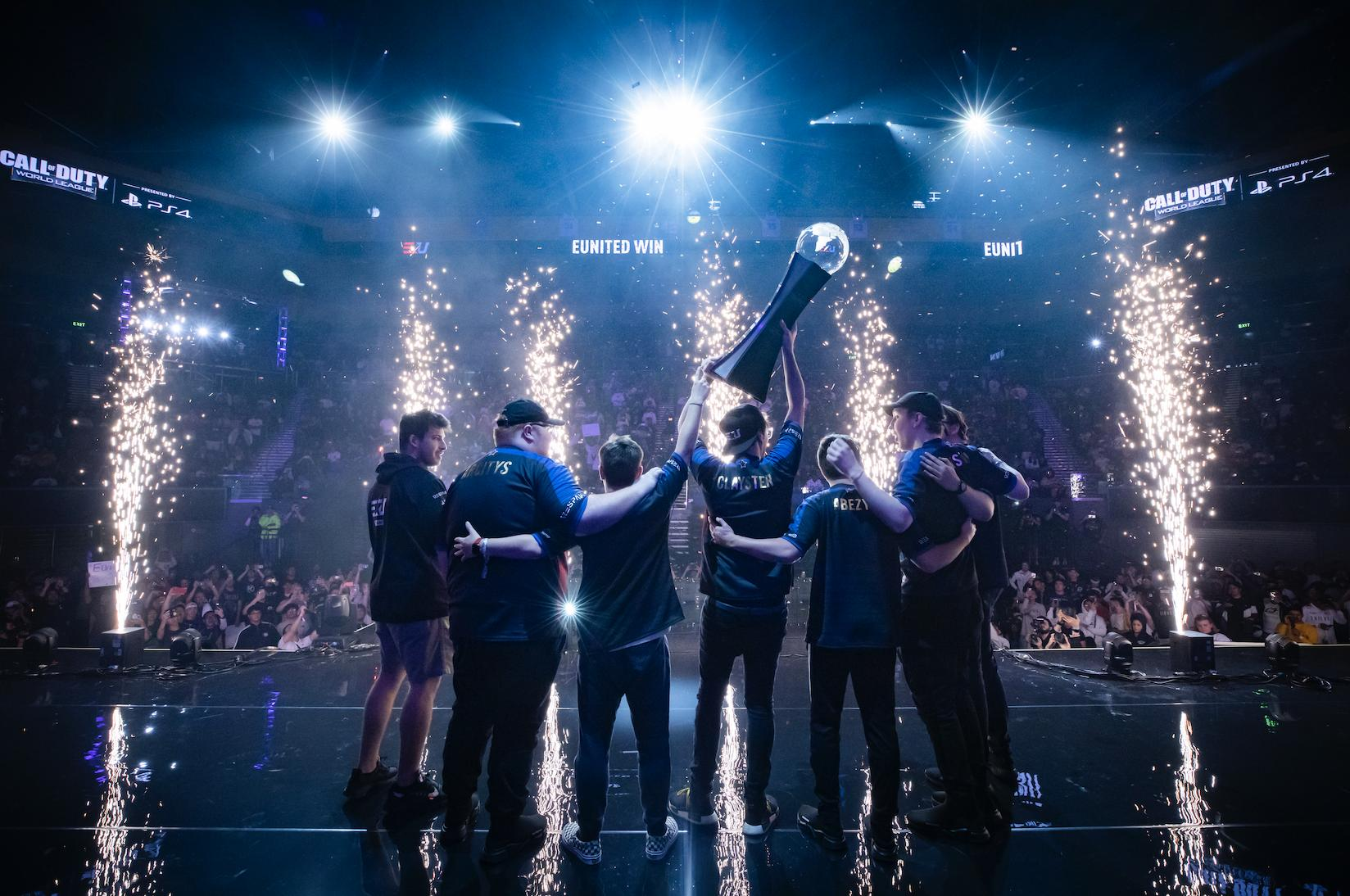 eUnited lifting the CWL World Championships trophy.
