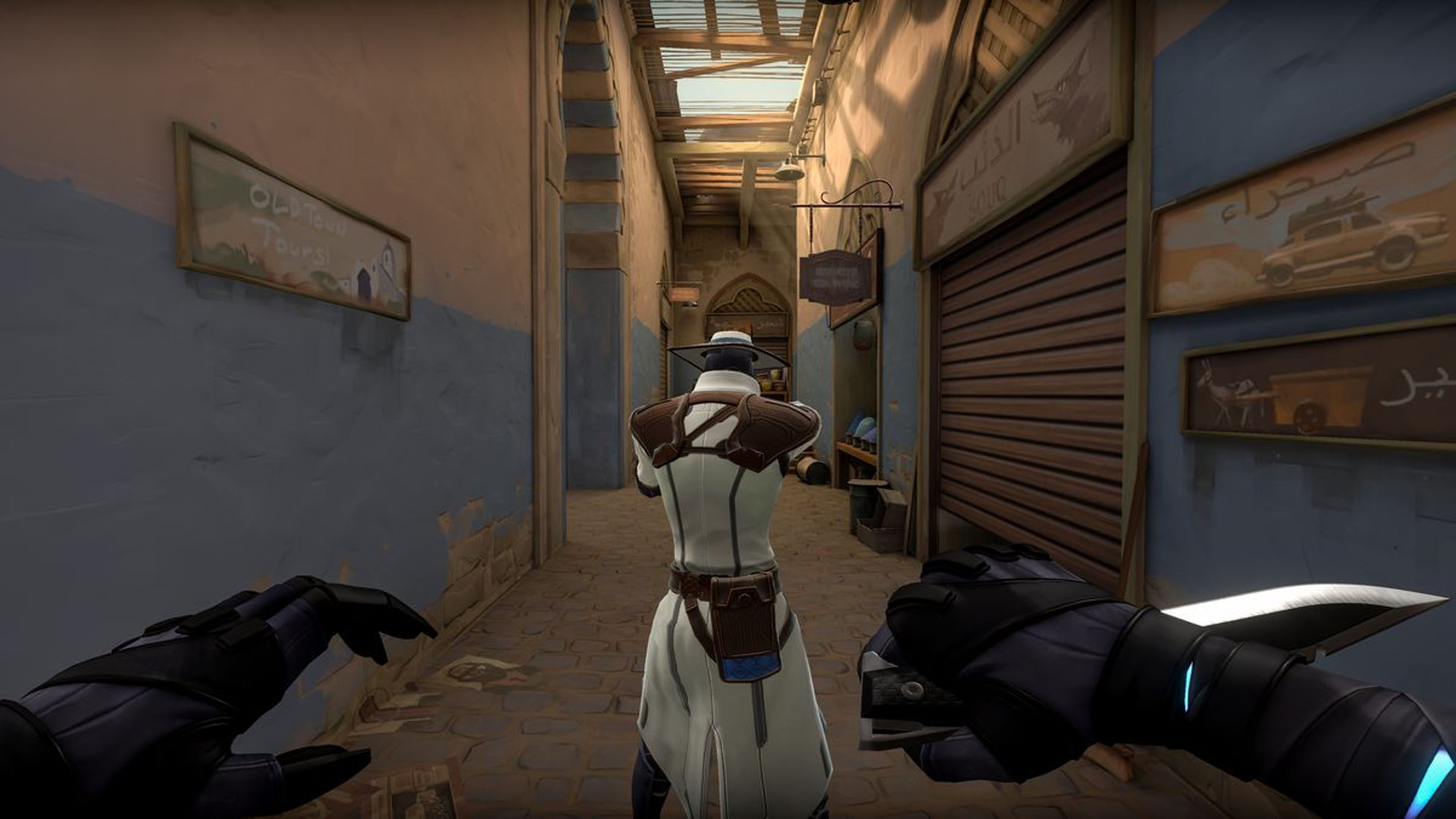 Player holding knife in Valorant.