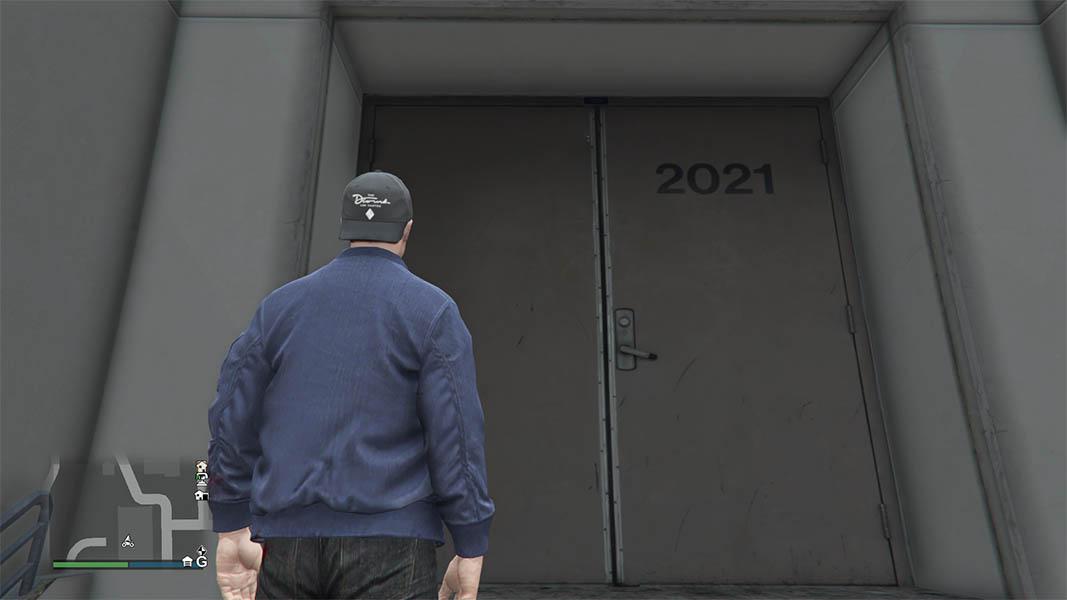 GTA Online character looking at a door