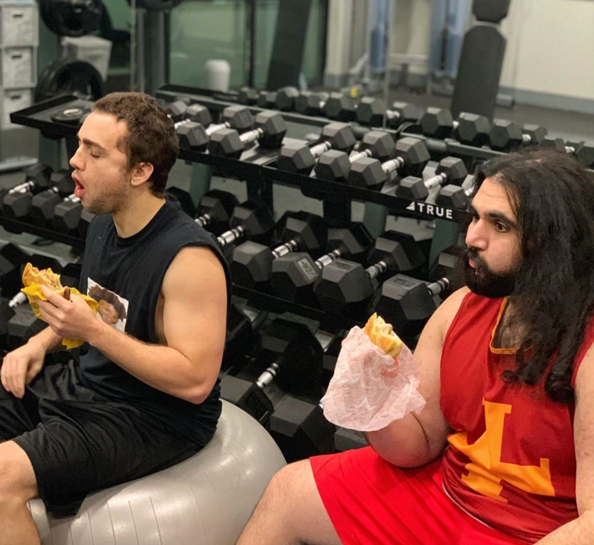 Esfand and Mizkif eat burgers at the gym.