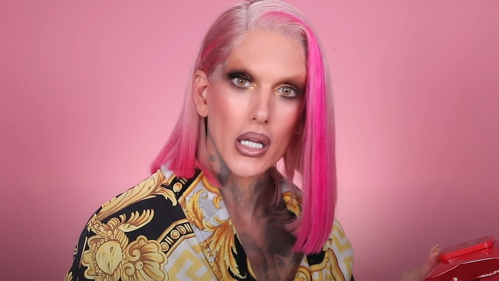 Jeffree Star tests out new makeup wipes for his audience.