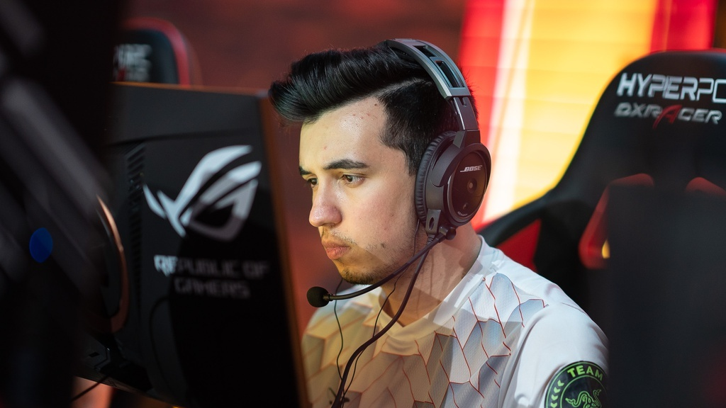 Woxic playing for mousesports at EPICENTER 2019