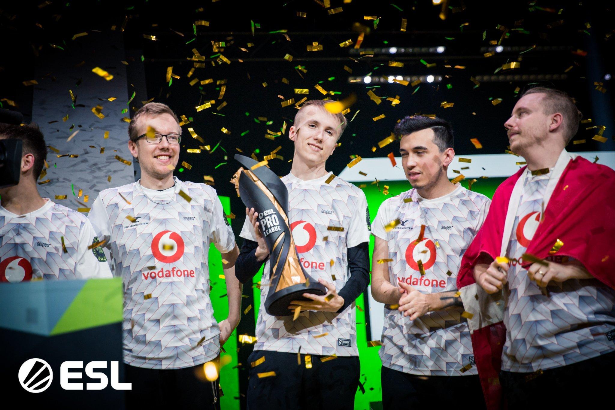 Mousesports with ESL Pro League Season 10 trophy