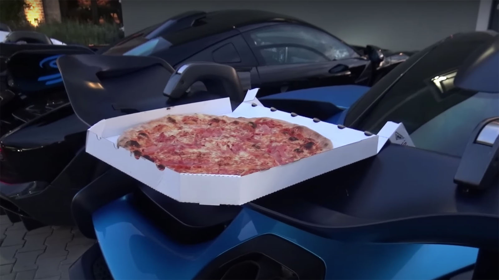 Shmee150 Pizza on Senna Wing