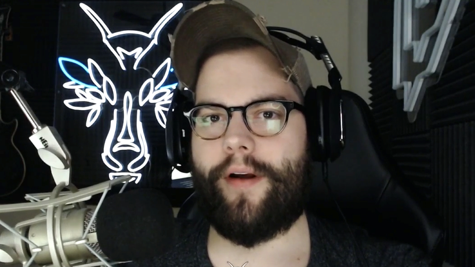 Dakotaz streaming on Twitch