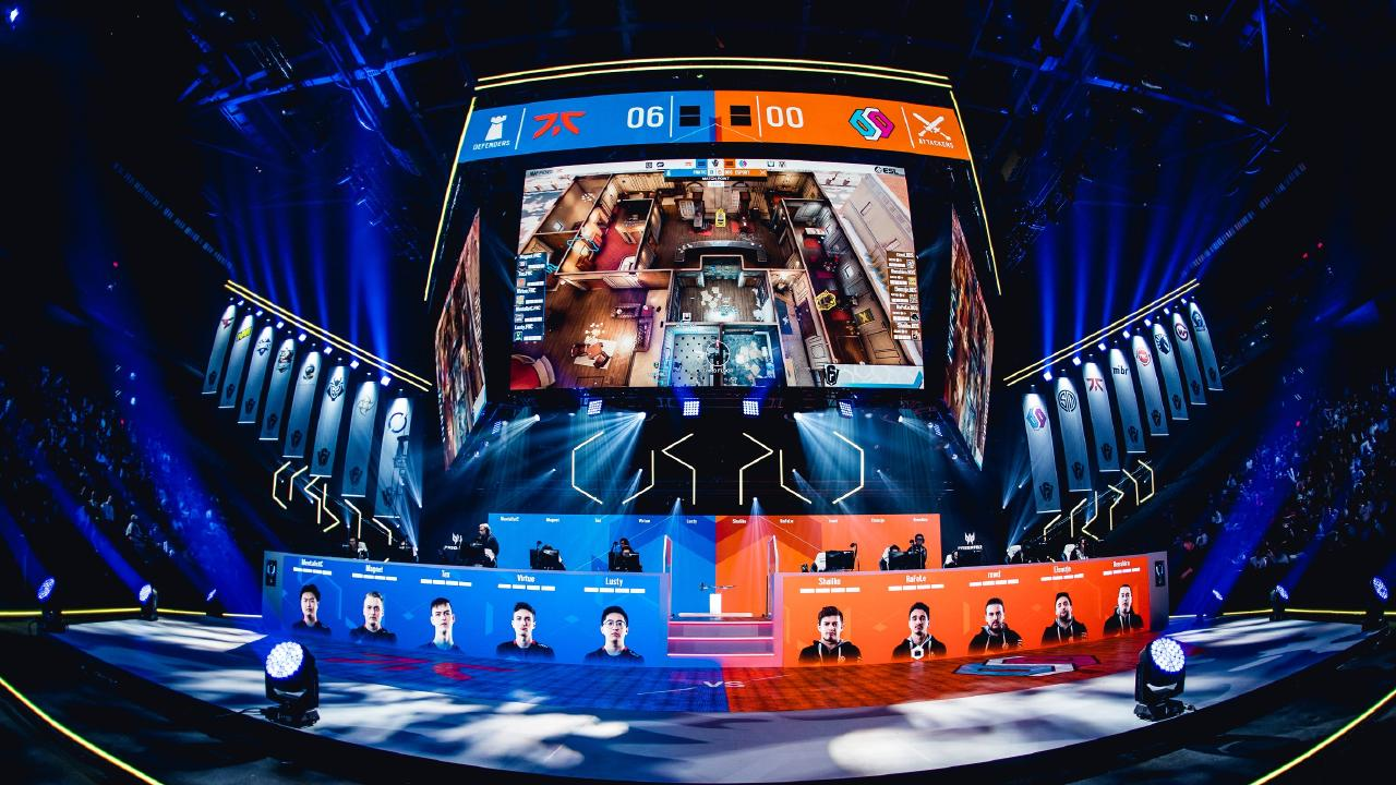 Fnatic and BDS playing at Six Invitational 2020