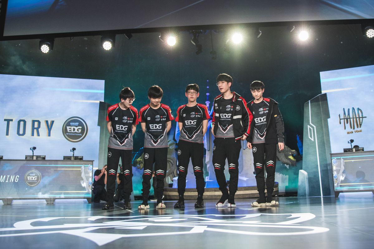 EDG on stage at worlds 2018.