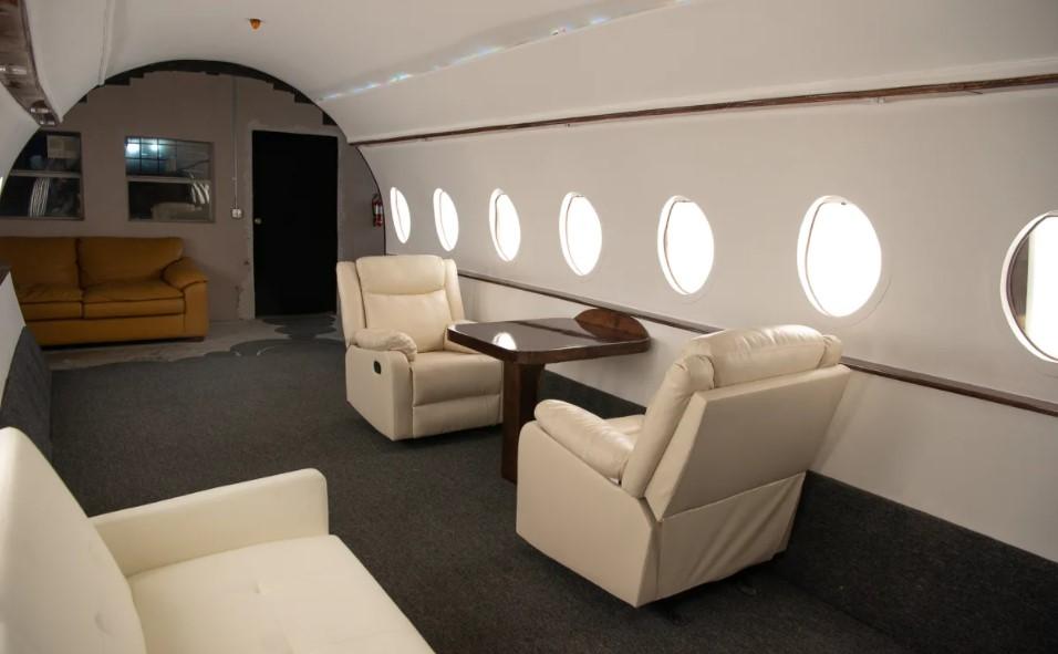 Fake private jet set used for Instagram & TikTok.