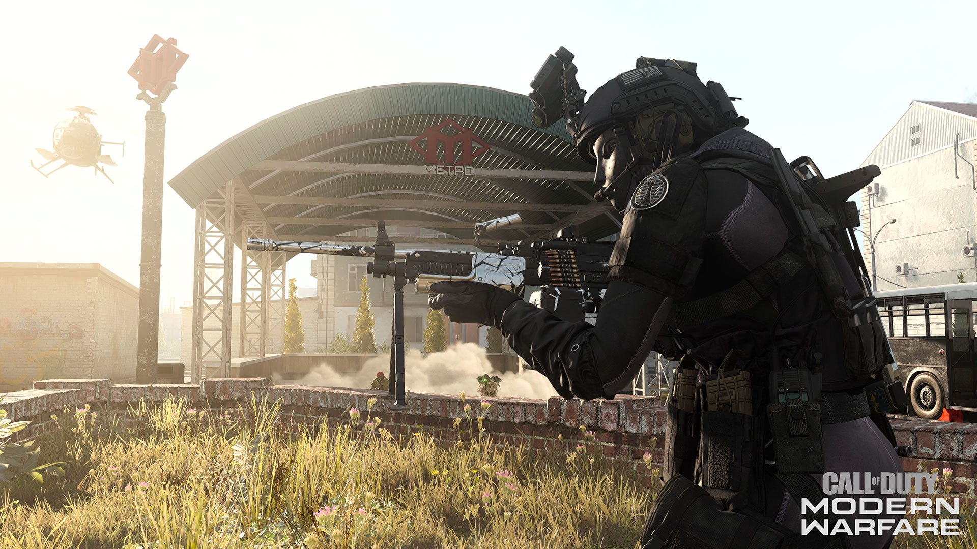 Warzone character holding an lmg