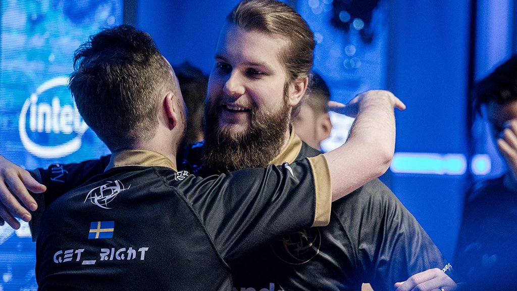 f0rest and GeT_RiGhT hugging