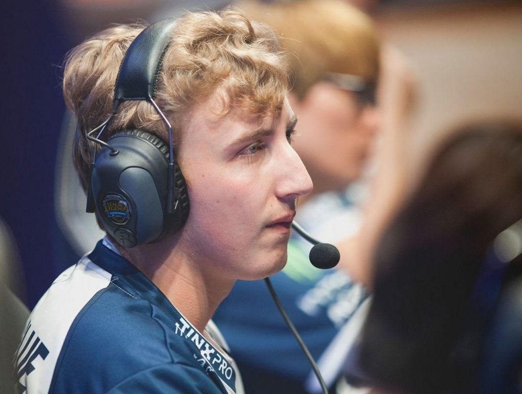Pobelter, Goldenglue (now retired), and Damonte were often the only three domestic mid laners in the LCS.