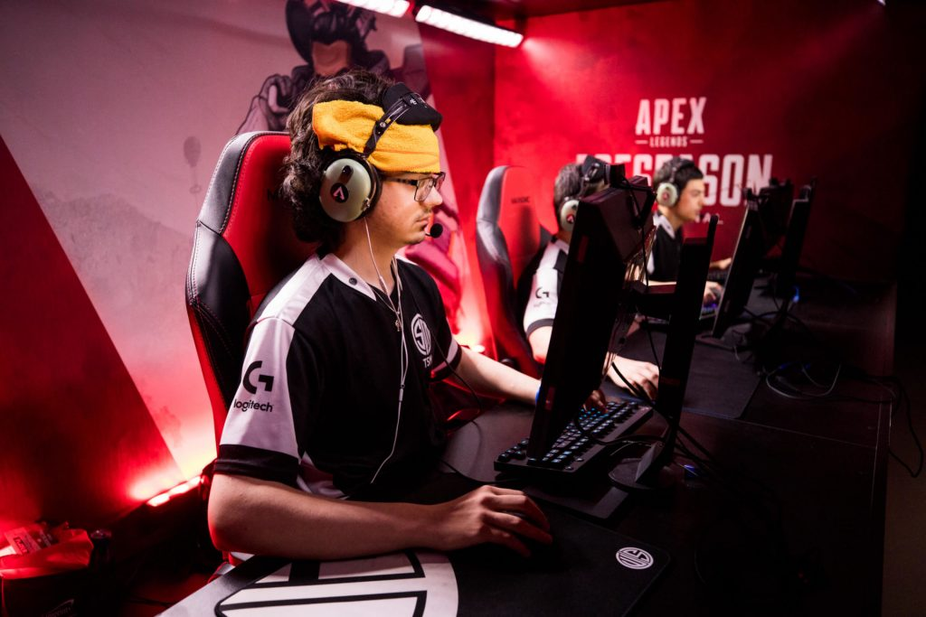 Albralelie playing for TSM in Apex Legends