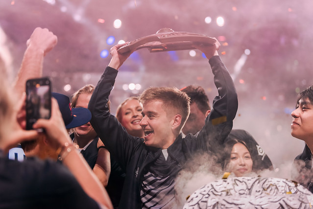 An image of n0tail and the OG team celebrating their win at The International 9