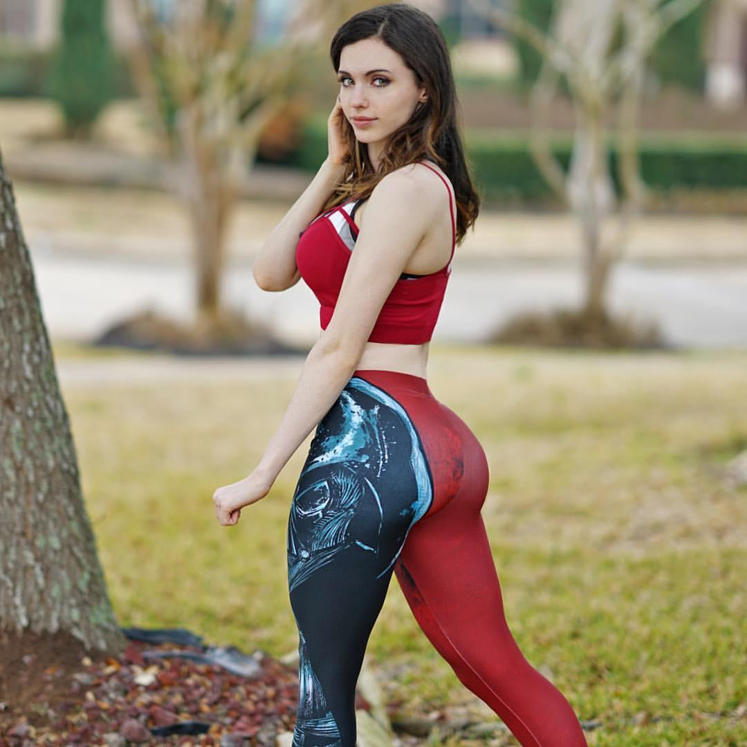 Facebook: Amouranth