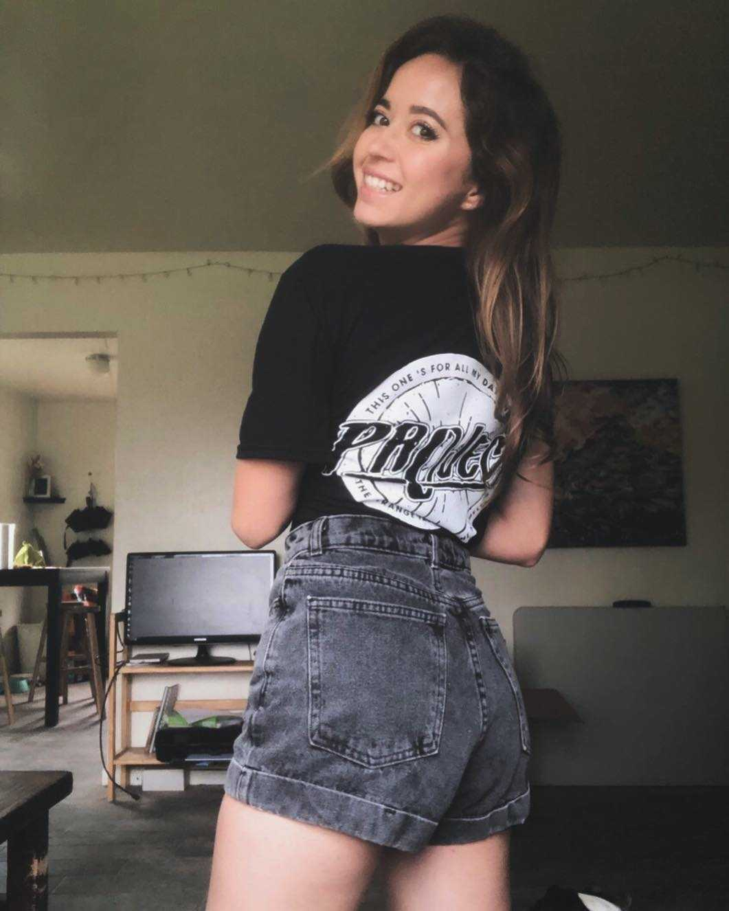 Instagram: mayahiga