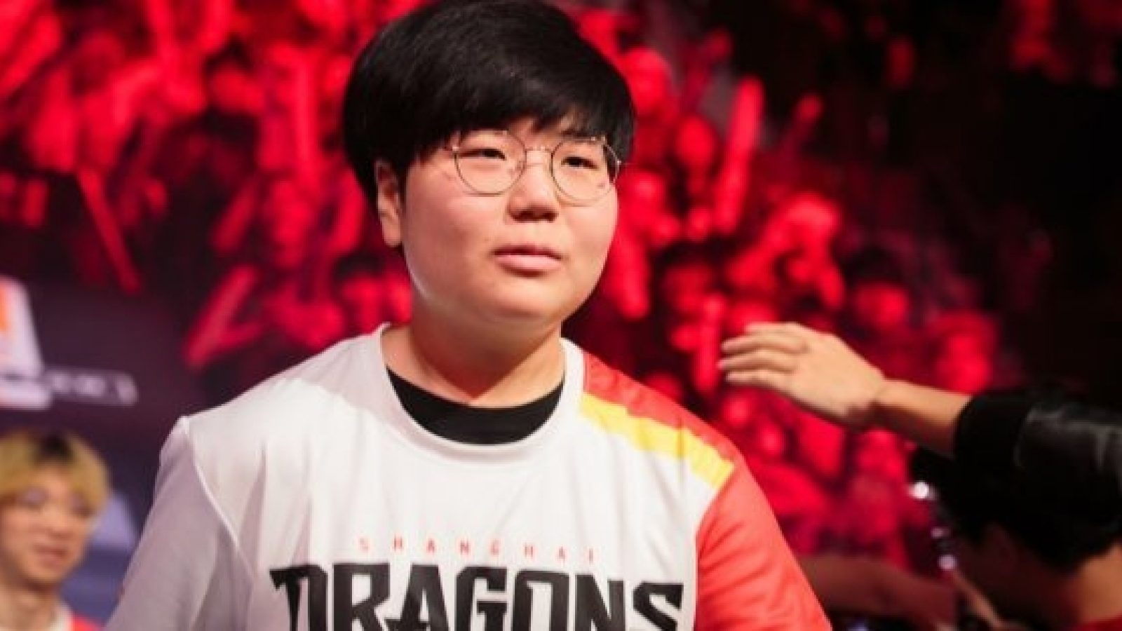 Geguri enters the Blizzard Arena as part of the Dragons roster