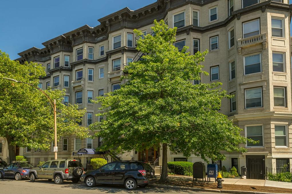 Cover image for 1302 Commonwealth Avenue