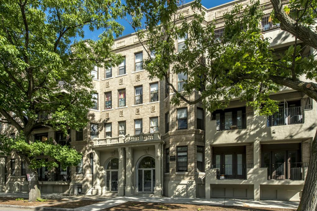 Cover image for 1137 Commonwealth Avenue