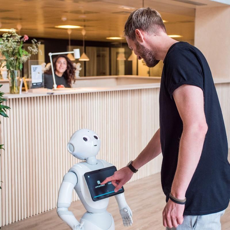 TNW West reception robot