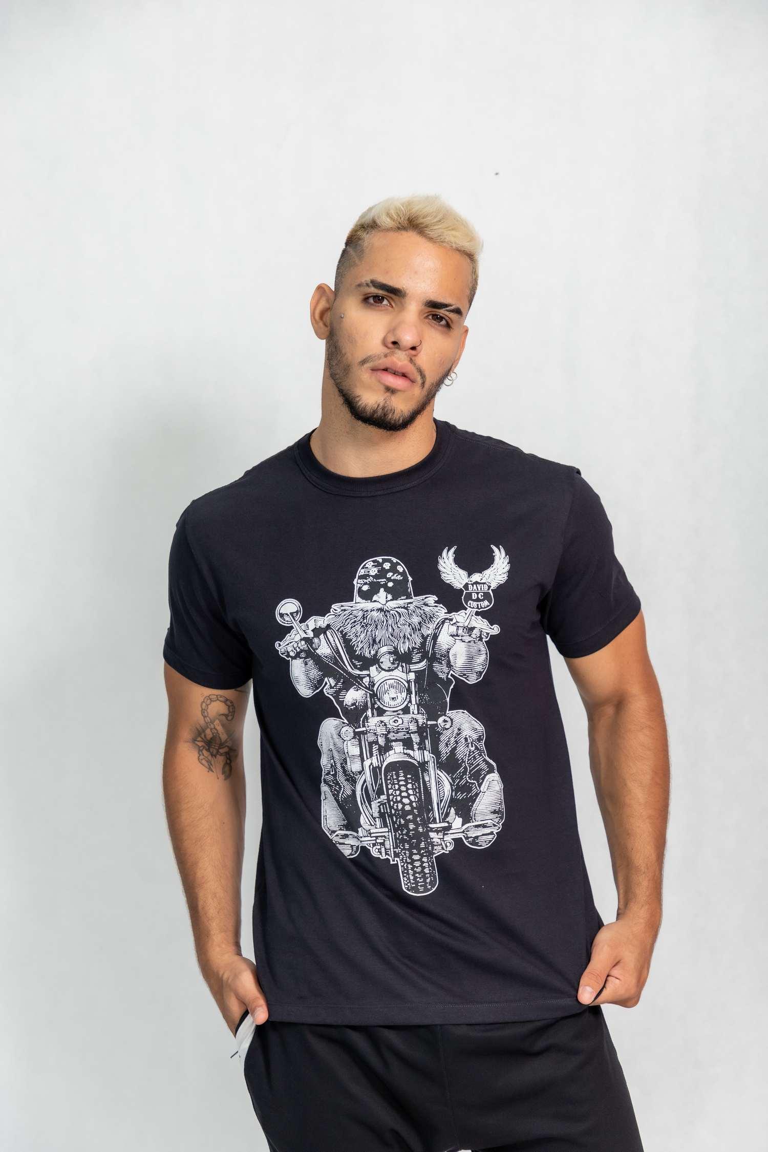 Camiseta masculina estampa Motociclista de Bandana
