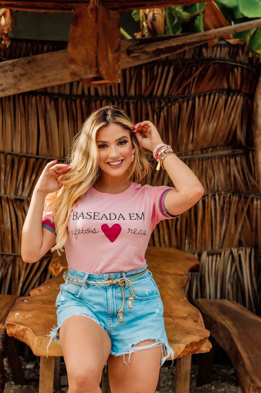 Diniz T-shirts feminina - Baseada em afetos