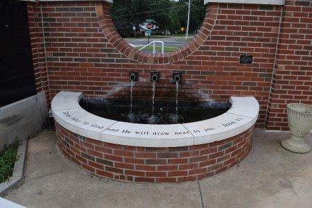 *LAKEWOOD UMC COLUMBERIUM, FOUNTAIN - Pulaski County, Arkansas   FOUNTAIN *LAKEWOOD UMC COLUMBERIUM - Arkansas Gravestone Photos