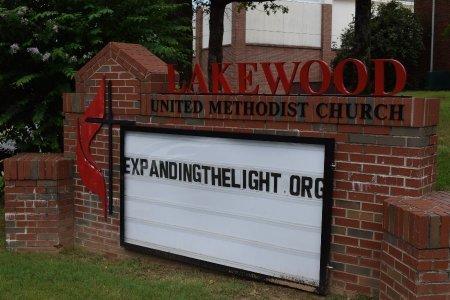 *LAKEWOOD UNITED METHODIST UNI, SIGN - Pulaski County, Arkansas | SIGN *LAKEWOOD UNITED METHODIST UNI - Arkansas Gravestone Photos