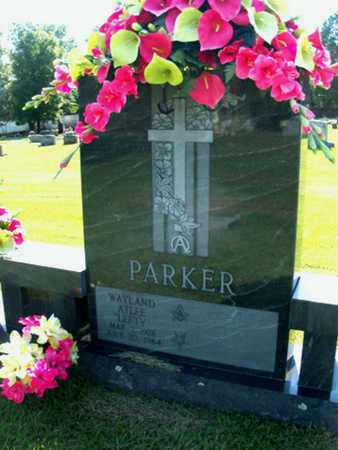 "PARKER, WAYLAND ATLEE ""LEFTY"" - Sebastian County, Arkansas   WAYLAND ATLEE ""LEFTY"" PARKER - Arkansas Gravestone Photos"