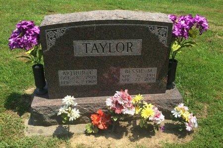 TAYLOR, BESSIE M - Jefferson County, Illinois | BESSIE M TAYLOR - Illinois Gravestone Photos
