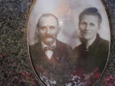 CAUPERT, JOHANN AND MATHILDA (PHOTOGRAPH) - Perry County, Illinois | JOHANN AND MATHILDA (PHOTOGRAPH) CAUPERT - Illinois Gravestone Photos