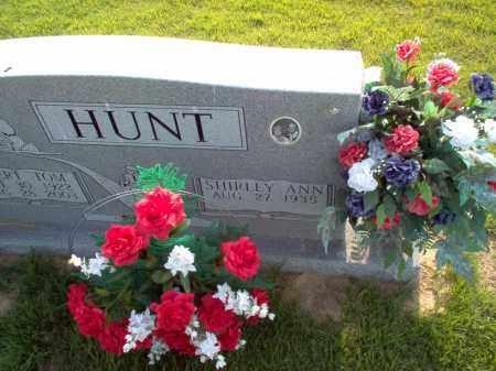 UNKNOWN HUNT, SHIRLEY ANN - Wayne County, Illinois | SHIRLEY ANN UNKNOWN HUNT - Illinois Gravestone Photos