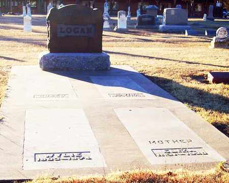 LOGAN, *FAMILY PLOT - Barton County, Kansas   *FAMILY PLOT LOGAN - Kansas Gravestone Photos