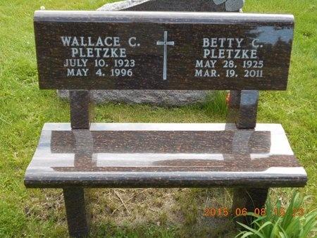 PLETZKE, DET. LT. WALLACE C. - Marquette County, Michigan   DET. LT. WALLACE C. PLETZKE - Michigan Gravestone Photos