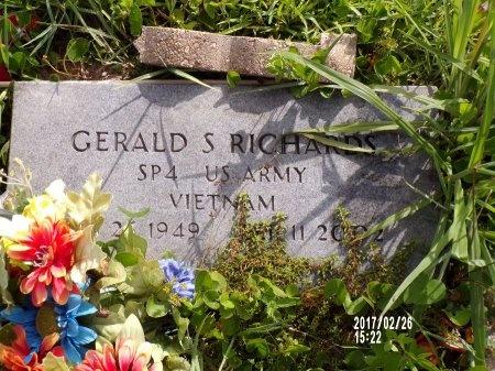 RICHARDS (VETERAN VIET), GERALD S (NEW) - Hancock County, Mississippi | GERALD S (NEW) RICHARDS (VETERAN VIET) - Mississippi Gravestone Photos