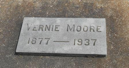 "MINNEBROKE MOORE, VERNA ELIZABETH ""VERNIE"" - Howell County, Missouri | VERNA ELIZABETH ""VERNIE"" MINNEBROKE MOORE - Missouri Gravestone Photos"