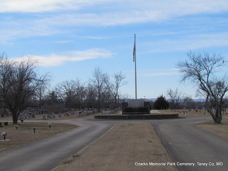 *MEMORIAL CIRCLE OVERVIEW,  - Taney County, Missouri |  *MEMORIAL CIRCLE OVERVIEW - Missouri Gravestone Photos