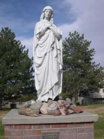 *CALVARY CEMETERY, STATUE IN - Dawes County, Nebraska | STATUE IN *CALVARY CEMETERY - Nebraska Gravestone Photos