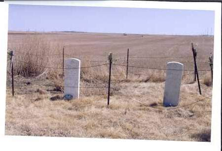 FENCE, UNKNOWN CEMTERY SW OF ZEELAND - McIntosh County, North Dakota | UNKNOWN CEMTERY SW OF ZEELAND FENCE - North Dakota Gravestone Photos