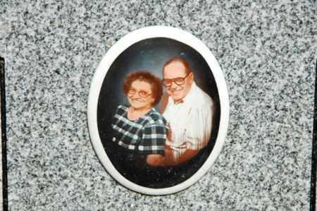 EMIG, ROBERT W. - Coshocton County, Ohio   ROBERT W. EMIG - Ohio Gravestone Photos