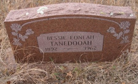 EONEAH TANEDOOAH, BESSIE - Caddo County, Oklahoma   BESSIE EONEAH TANEDOOAH - Oklahoma Gravestone Photos