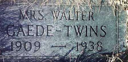 GAEDE, MRS WALTER-TWINS - Deuel County, South Dakota | MRS WALTER-TWINS GAEDE - South Dakota Gravestone Photos