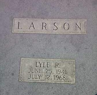 LARSON, LYLE R. - Deuel County, South Dakota | LYLE R. LARSON - South Dakota Gravestone Photos